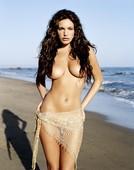 Topless en la playa de Kelly Brook